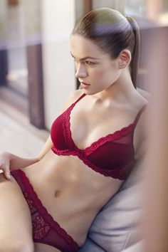 8c28eb29c38d1 This pretty red  NATORI bra is the perfect gift. Confident