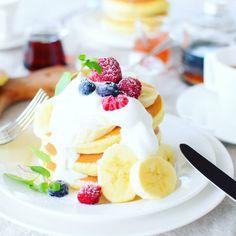 みんな大好きパンケーキ。それだけでも幸せになれるスイーツですが、@nao_cafeさんの盛り付けやテーブルコーディネートを参考にすれば、もっとハッピーで元気になれるパンケーキタイムが過ごせちゃいます