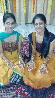 Girls put mehendi on their hands on any festival n function Beautiful Girl Photo, Beautiful Girl Indian, Beautiful Indian Actress, Beautiful Women, Desi Girl Image, Indian Girls Images, Cute Girl Pic, Actress Pics, Girl Hijab