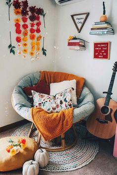 boho home decor Familienzimmer Dekorieren Boho Chic Wohnkultur Ideen. Red Wall Decor, Cute Room Decor, Red Room Decor, Aesthetic Room Decor, Boho Aesthetic, Cozy Room, Dream Rooms, My New Room, House Rooms