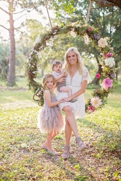 When a good friend of mine that is a fabulous local photographer in Palm Beach, FL contacted me and asked me to build a flower swing for her Mothers day mini photo sessions, I was in! Outdoor Photo Props, Outdoor Photos, Swing Photography, Photography Backdrops, Photo Backdrops, Swing Pictures, Girl Pictures, Easter Pictures, Mommy And Me Photo Shoot