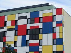 Neoplasticismo - Imitación de la trama decorativa de Piet Mondrian en la fachada de una edificación.