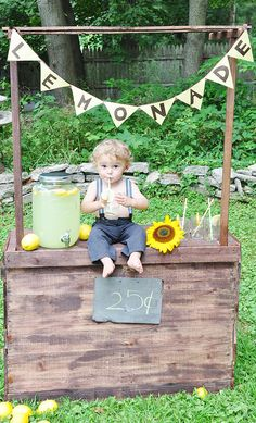 lemonade stand photo shoot Watson - should we use a lemonade dispenser like this? Or just glasses? Self Photography, Photography Themes, Children Photography, Spring Pictures, Summer Photos, Boy Photo Shoot, Photo Shoots, Mini Sessions, Photo Sessions