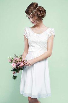Brautkleider mit Charme: Labude Braut Couture-Kollektion 2016 http://www.hochzeitswahn.de/inspirationsideen/brautkleider-mit-charme-labude-braut-couture-kollektion-2016/ #weddingdress #fashion #dress