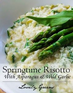 Asparagus & Wild Garlic Risotto - two delicious spring flavors brought together in a creamy rice dish #asparagus