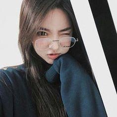 ▪ ulzzang boys and girls. Uzzlang Girl, Girl Face, Ulzzang Korean Girl, Cute Korean Girl, Asian Girl, Cute Glasses, Girls With Glasses, Glasses Frames, Girl Glasses