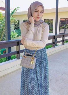 yo ga's media content and analytics Beautiful Hijab Girl, Beautiful Muslim Women, Casual Hijab Outfit, Hijab Chic, Hijabi Girl, Girl Hijab, Moslem, Hijab Fashion, Fashion Outfits