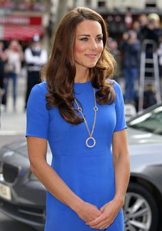 The Cartier necklace that Kate wore to an Olympics event and an evening reception in NYC is encrusted with diamonds and worth so it's unlikely Kate would have bought it for herself. Kate Middleton Diet, Kate Middleton Jewelry, Princesa Real, Princesa Diana, Princess Kate, Princess Charlotte, Duchess Kate, Duke And Duchess, Cartier Necklace
