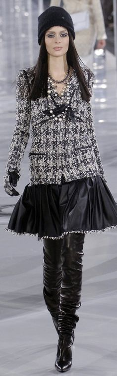 Chanel Couture is unthinkable without pearl jewelry