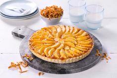 Spennende og smaksrik dessertpai med epleskiver og brunost.