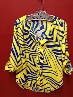 Yellow & blue blouse. Love these summer colors!