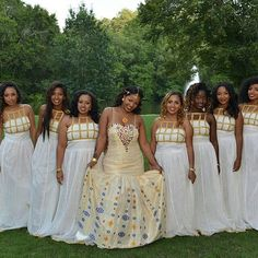 We absolutely love these zurias by So beautiful! The neckline of the bridesmaids dresses are perfect! African Attire, African Wear, African Fashion Dresses, African Dress, Ethiopian Wedding Dress, Ethiopian Dress, Ethiopian Traditional Dress, Traditional Dresses, African Print Wedding Dress