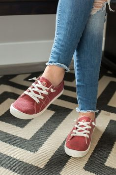 Bayshore Roxy Sneaker- Red Pretty Sandals, Pretty Shoes, Cute Shoes, Baskets, Roxy Shoes, Zapatillas Casual, High Top Sneakers, Women's Sneakers, Keen Shoes