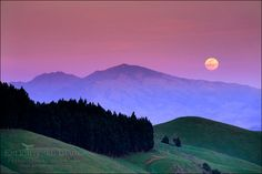 picture: Full moon rising at sunset over Mount Diablo from the Orinda Hills, Contra Costa County, California