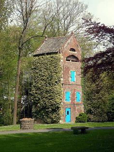 Dovecote castle van Ooigem