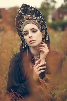 Goth Couture 'Golden Night' Kokoshnik Headdress on Etsy, Russian Beauty, Russian Fashion, Mode Russe, Foto Fantasy, Golden Night, Russian Folk, Russian Style, Tiaras And Crowns, Headgear