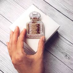 #guerlain #brooch #handmade #acssesories #trends #toho #chanel #handmadeaccessories #perfume #scent #fragrance #aroma #sweetperfume #deloruk #брошьекб #брошьуфа #делорук #брошьизбисера #ручнаяработа #сделанослюбовью #брошь