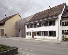 'haus zur blume' is a baroque farmhouse by marazzi reinhardt, wrapped in a distinctive timber lamella and realized as part of residential extension. Parasite Architecture, Residential Architecture, Contemporary Architecture, Interior Architecture, Farmhouse Renovation, Old Building, Maine House, Lany, House Design