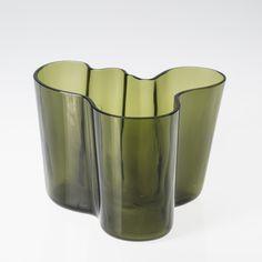 ALVAR AALTO - 'Savoy' glass vase for Karhula glassworks, Finland. - Blown into a wooden mold. Glass Design, Design Art, Interior Inspiration, Design Inspiration, Alvar Aalto, Lassi, Shades Of Green, Finland, Glass Art