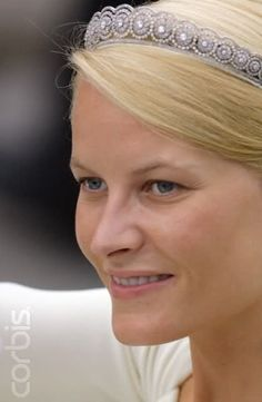 The Diamond Daisy Tiara(Norway)bought from Garrard's By King Harald and Queen Sonja as a wedding gift to (crown princess)Mette-Marit when she married Crown Prince Haakon