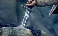 King Arthur Legend of the Sword Before he could fulfill his destiny, he had to face his demons first. More than victory, his sword brought him peace. Charlie Hunnam, Service Dog Training, Dog Training School, Eric Bana, Lily Evans, Espada Tattoo, Jacques Le Goff, Magic Realms, King Arthur Legend