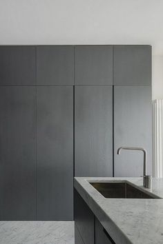 Massimo Fiorido, Marco Sarri, sundaymorning, Fabio Candido · Appartamento a Pisa Kitchen Pantry, New Kitchen, Kitchen Ideas, Hidden Kitchen, Kitchen Appliances, Kitchen Island, Black Kitchens, Home Kitchens, Interior Design Kitchen