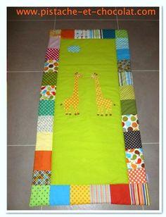 Une couverture bébé aux deux girafes