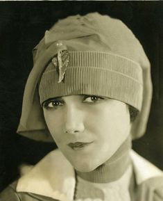 Jetta Goudal, I think Maggie Gyllenhaal resembles her, what do you think fellow Silent Obsessives? Art Deco Fashion, Star Fashion, Vintage Beauty, Vintage Fashion, Silent Film Stars, Love Hat, Hollywood Celebrities, Hollywood Actresses, Classic Films