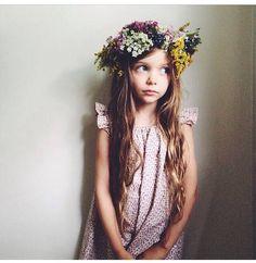 Elle en robe Blanche Le Carrousel - photo Kristen Rickert