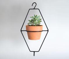 Metal Planters, Planter Pots, Metal Crafts, Diy Crafts, Diy Origami, Wooden Tables, Yard Landscaping, Plant Decor, Flower Pots