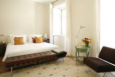 Lisbon Hotels : Casa das Janelas com vista White Rooms, White Walls, Lisbon Hotel, Hotels Portugal, Bed And Breakfast, Modern, Furniture, Home Decor, Boho Chic