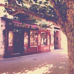 """Librería Espolón en #Burgos"" ...por @cecilnj • Instagram"
