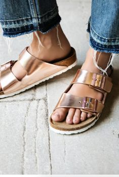 Eye-catching metallic Birkenstocks that don't leave your foo.- Eye-catching metallic Birkenstocks that don't leave your footsies squealing in pain after running a few errands. 26 Products For Fancy People Who Are Also Totally Fucking Lazy - Birkenstock Arizona, Birkenstock Outfit, How To Make Shoes, How To Wear, Metallic Sandals, Ciabatta, Outfits, Fashion Shoes, Dress Up