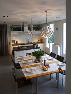 Americans in The Hague: Sonia's Warm and Welcoming International Kitchen  Love the size and shape of the dining table. Lots of room in the middle for family style dishes.