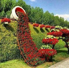 Über diese Idee wird jeder staunen! Schauen Sie sich hier 16 überlaufende Blumentöpfe an, die Ihren Garten strahlen lassen! - DIY Bastelideen