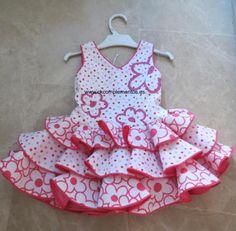 El proceso de fabricación de cada traje de flamenca es artesanal. Traje de gran calidad y diseño con las mejores garantías.  www.ckcomplementos.es