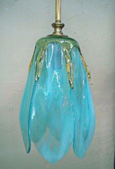 Tulip pendant (aqua)...