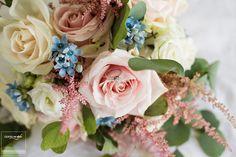 Romantic and elegant bride's bouquet. #comoinstyle