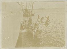 Dampfschiff und Segelboote auf dem Meer, 1895
