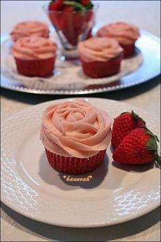 corecle コレクル > hannoah > 【バレンタイン】ストロベリーカップケーキ
