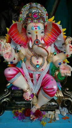 Make this Ganesha Chathurthi 2020 special with rituals and ceremonies. Lord Ganesha is a powerful god that removes Hurdles, grants Wealth, Knowledge & Wisdom. Jai Ganesh, Ganesh Lord, Ganesh Idol, Shree Ganesh, Lord Krishna, Shri Ganesh Images, Krishna Images, God Pictures, Pictures To Draw
