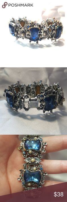 VINTAGE Blue Crystal Faux Pearl Bracelet VINTAGE Blue Crystal Faux Pearl Bracelet  There is some fading on the metal on some of the prongs Jewelry Bracelets