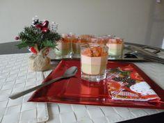 Verrine mousse avocat/saumon/dés tomates Filets, Table Settings, Table Decorations, Comme, Couture, Blog, Chicken Schnitzel, Tomatoes