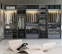 Um closet enorme. #quarto da #vaidade #Quarto de #vestir #Dressing room #Closet #Interior #design #Casa #lar #home #house # maison #decor #decoration #decoração I want this closet