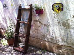 A Natalia ya le ha llegado su #jardinera vertical para empezar su #huerto urbano. En la próxima foto la queremos ver llena de #hortalizas. www.ecobrotes.es