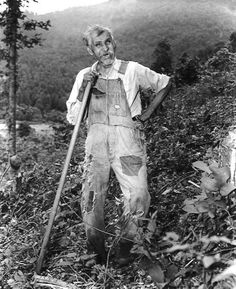 Tennessee State Library and Archives: Photograph and Image Search - Alex Occoma, a 100 year old Cherokee Indian, standind on a hillside leaning on a long walking stick in the Great Smoky Mtns National Park, TN. Cherokee History, Native American Cherokee, Native American Pictures, Native American History, Native American Indians, Cherokee Tribe, Cherokee Indians, Trail Of Tears, By Any Means Necessary