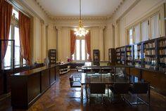 la biblioteca del Teatro Colón vuelve a abrir sus puertas tras 7 años. La biblioteca está ubicada junto al foyer principal y podrá ser visitada para consultas libremente de lunes a viernes de 10 a 18, ingresando por Libertad 629.
