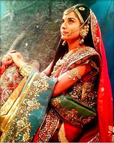 Radha Krishna Pictures, Radha Krishna Photo, Krishna Photos, Krishna Images, Flower Jewellery For Haldi, Radhe Krishna Wallpapers, Dhoti Saree, Indian Aesthetic, The Mahabharata