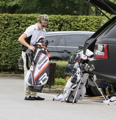 Niall the other day with his new golf equipment and I'm digging the shoes Niall!;)