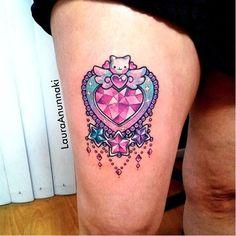Kawaii heart tattoo by Laura Anunnaki. Gem Tattoo, Wand Tattoo, Jewel Tattoo, Piercing Tattoo, Color Tattoo, Girly Tattoos, Cute Tattoos, Body Art Tattoos, Kawaii Tattoos